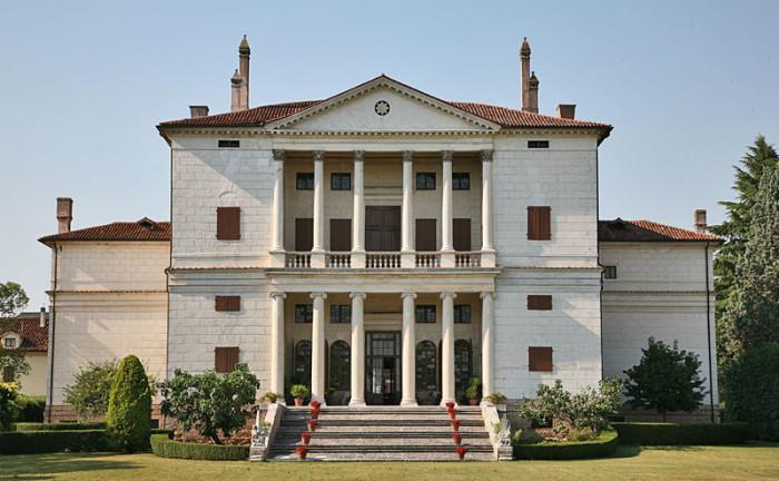 фасад здания в классическом стиле