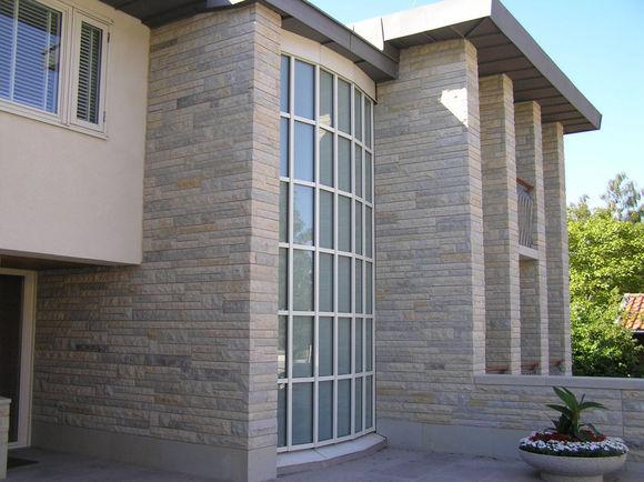 натуральный камень в декоре фасадов