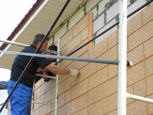 Монтируем фасадные стеновые панели
