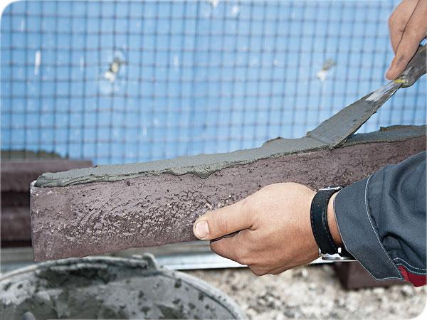 Нанесение цемента на облицовочный материал