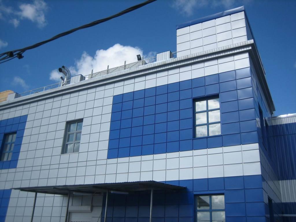 Навесной фасад, выполненный из керамогранита
