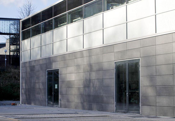 Фасад из бетонных панелей