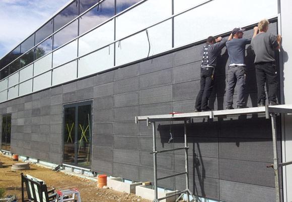 Монтаж бетонных панелей на фасад здания