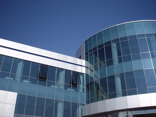 Полуструктурное остекление фасадов здания