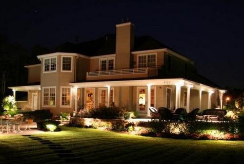 Фасад, освещенный специальными прожекторами