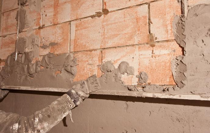 Выравнивание цементной штукатуркой