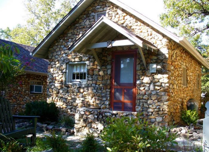 Натуральный камень на фасаде