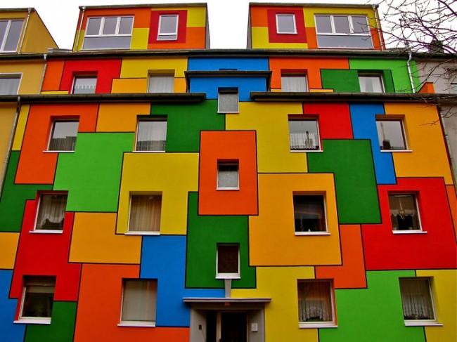 Яркий фасад
