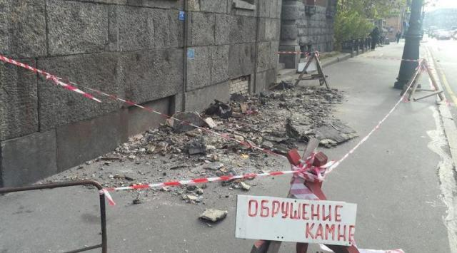 Обрушение фасада исторического здания в Санкт-Петербурге