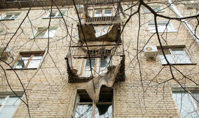 В Волгоградской области часть плиты балкона накрыла ребенка