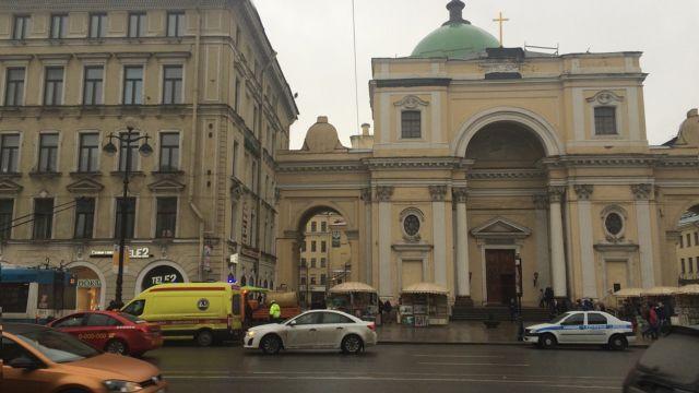 В центре Санкт-Петербурга часть фасада упала на мужчину